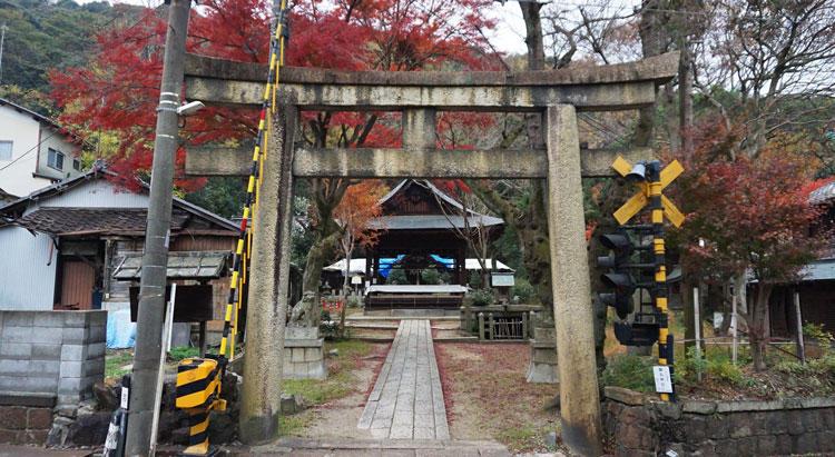 関蝉丸神社-鳥居.jpg