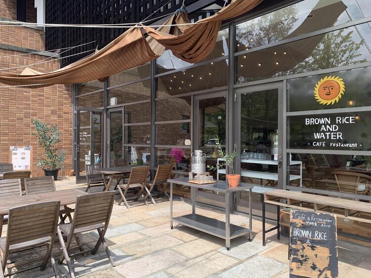 カフェレストラン「BROWN RiCE AND WATER」