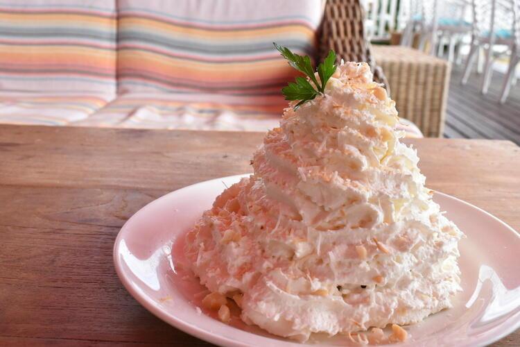 ココナッツクリームとマカダミアナッツのパンケーキ