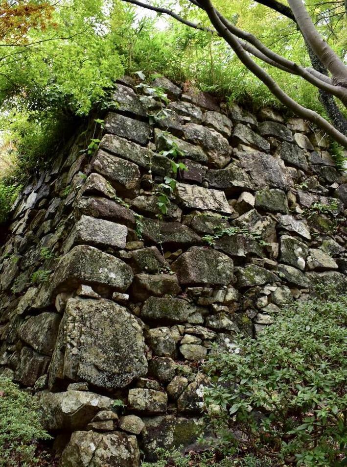 八幡山野面積み