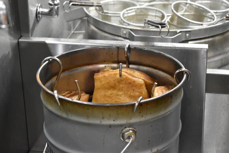 時雨製麺所 チャーシュー吊るし焼き