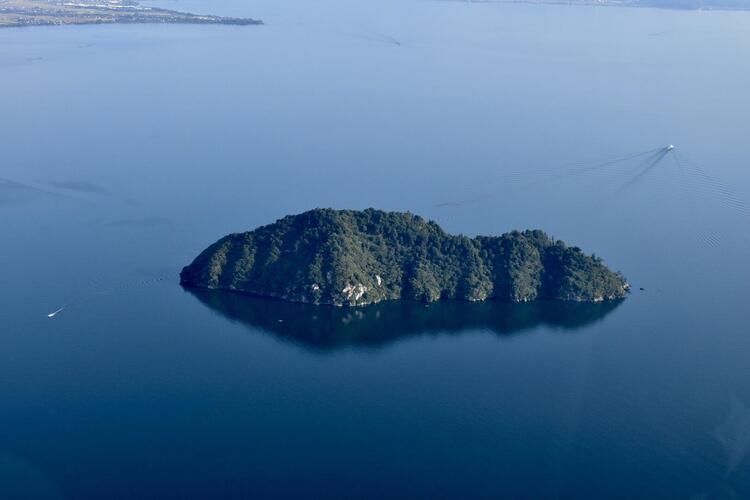 空撮竹生島