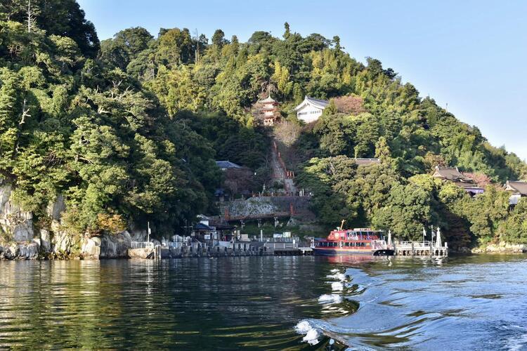 竹生島湖上から