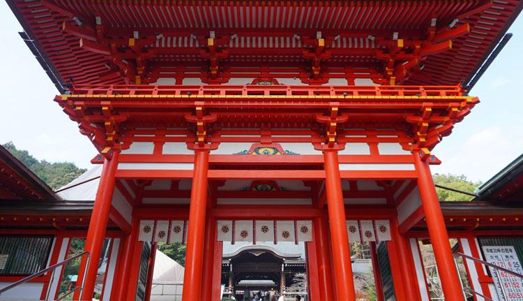 近江神宮-門.jpg